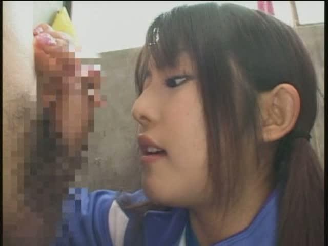 学校にて、ツインテールの美少女のフェラ無料おばさん動画。ロ◯可愛いJ◯...