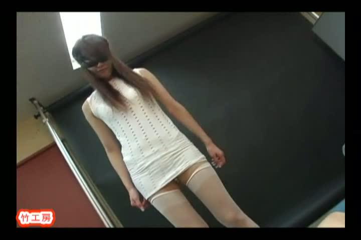 金髪のツインテール少女とトイレで援交セックスしちゃうw